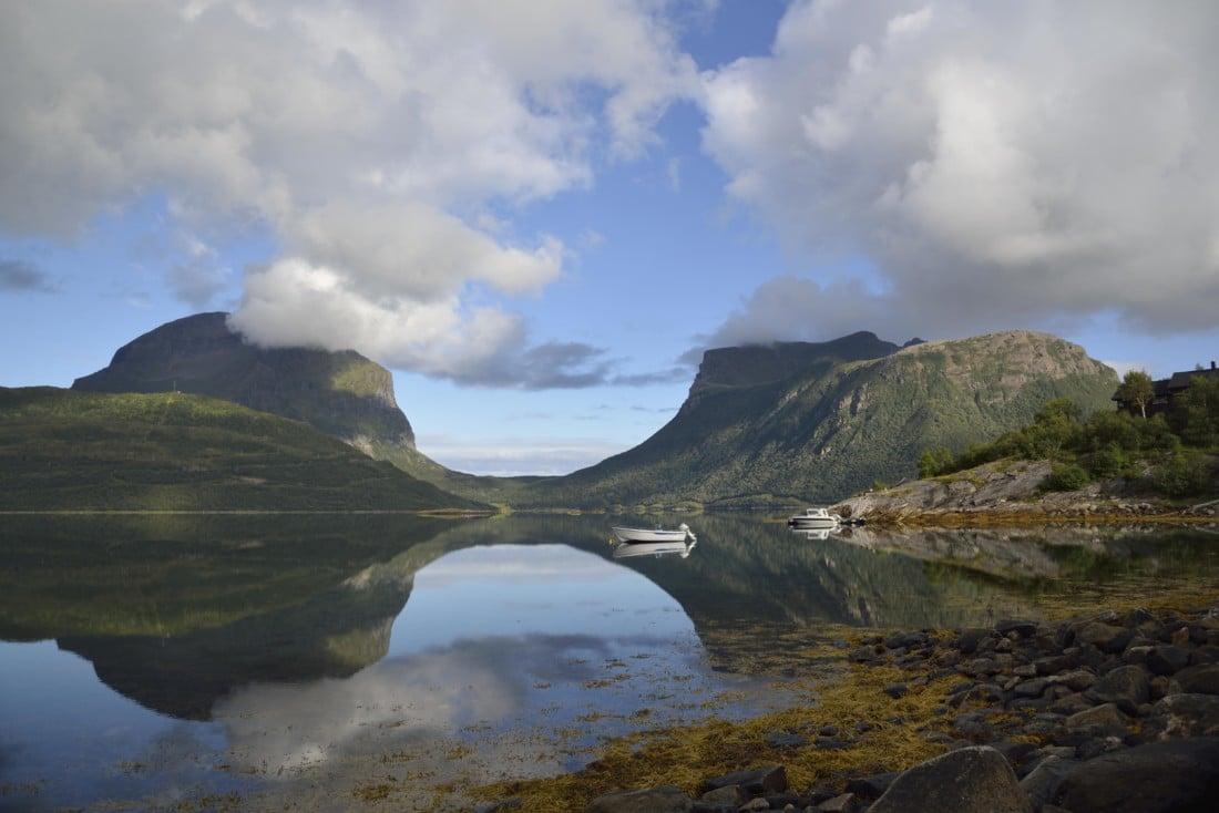 733aa2af NASJONAL TURISTVEG HELGELANDSKYSTEN: Stille fjordlandskap i Gildeskål.  (Foto: Steinar Skaar)